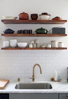 Brug pladsen bedre i dit køkken med disse enkle løsninger, der alle er til at købe for penge.