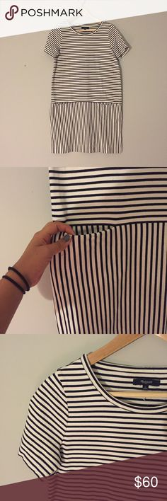 """Madewell striped dress Great condition!! Size S. Measures 34"""" from top to bottom. Two front pockets. No stain or sign of wear. Boxy fit measuring 18.5"""" across. Madewell Dresses Midi"""