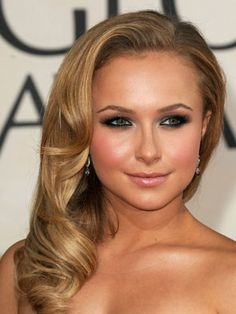 Love her hair and make-up! (Hayden Panettiere LOve her! Vintage Hairstyles, Pretty Hairstyles, Wedding Hairstyles, Hayden Panettiere, Beauty Make-up, Hair Beauty, Old Hollywood Hair, Hollywood Glamour, Hollywood Curls