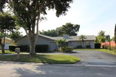 Coral Springs Home for Sale in Forest Hills. Call Lynn Pineda at 954-464-1100 for more information.