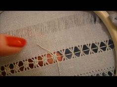 nuovo filo: starting a new thread;commencer un nouveau fil; Hand Embroidery Videos, Hand Embroidery Flowers, Hardanger Embroidery, Embroidery Stitches, Drawn Thread, Creative Embroidery, Silk Ribbon, Sewing Crafts, Needlework