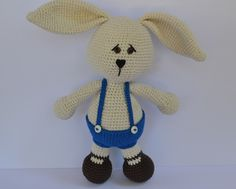 Es Un Mundo Amigurumi shared the free #crochet pattern for this rabbit, which you can translate into English using the tools on the site.