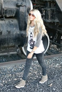 CaraLoren'! Her blog is AMAZING and this outfit, along with most all her others is so cute... love, love, love the shoes!