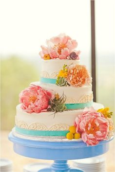 love the colors on this cake.