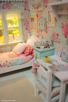 Miniature Dollhouse Room- Old Floral Country Theme