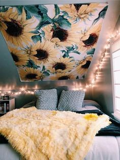 Dorm room decor ideas for your freshman dorm room. These ideas are a must for freshman year! Make your dorm room super cute. Cute Room Ideas, Cute Room Decor, Teen Room Decor, Yellow Room Decor, Yellow Rooms, Yellow Walls Bedroom, Yellow Bedroom Decorations, Room Decor With Lights, Dorm Room Decorations