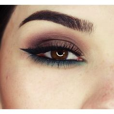 Smokey brown and emerald green shadow
