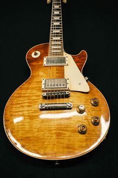 Looks like hang tag 59 Burst Guitar Pics, Guitar Solo, Guitar Art, Cool Guitar, Acoustic Guitar, Gibson Electric Guitar, Custom Electric Guitars, Gibson Guitars, Custom Guitars