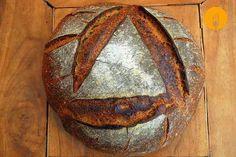 Pan de hogaza de trigo con masa madre Hoy os traemos una receta para elaborar una hogaza de dimensiones considerables. Un pan con un peso en fresco de 2100