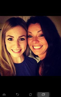 there it is the styles smile! haha gemma and anne. gorgeous the styles family have the looks! Harry Styles Family, Anne Cox, Gemma Styles, I Love One Direction, Harry Edward Styles, Liam Payne, Zayn, Girl Crushes, Instagram Fashion