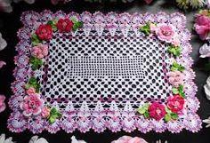 Resultado de imagem para almofada de croche quadrada com grafico