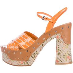Pre-owned Prada Patent Leather Floral Print Sandals (3,700 MXN) ❤ liked on Polyvore featuring shoes, sandals, orange, floral print sandals, floral strappy sandals, platform sandals, strappy platform sandals and strappy sandals