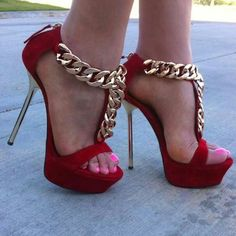 OMG!! Chunky chain heels!! <3
