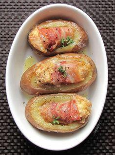 Vidéki konyha egyszerűen, de igényesen. A csalántól a szarvasgombáig minden. Potato Dishes, Potato Recipes, Hungarian Recipes, Baked Potato, Cooking Tips, Entrees, Delish, Bacon, Brie