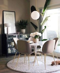 Get inspired by these dining room decor ideas! From dining room furniture ideas, dining room lighting inspirations and the best dining room decor inspirations, you'll find everything here! Dining Room Lighting, Modern Dining Room, Dining Room Decor, Minimalist Dining Room, Decor, Rustic Dining Room, Interior, Dining Room Small, Small Dining