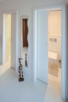 Sousedí vaše toaleta s koupelnu? V tom případě by vás mohlo zaujmout stavební pouzdro Norma Unibox , které je určeno pro zasouvání dvou jednokřídlých dveří. Cena je od 7248 Kč; J.A.P.