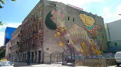 murale łódź Roosevelta 5 fot. Emilia Białecka/ESKAINFO.pl Artysta: OS GEMEOS (Brazil) / ARYZ (Spain)