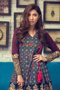 Mahira Khan Stunning look 😍😘😍😋😛🤩🤩🤩 Simple Pakistani Dresses, Pakistani Fashion Casual, Pakistani Dress Design, Pakistani Outfits, Indian Outfits, Indian Dresses, Indian Attire, Stylish Dresses For Girls, Stylish Dress Designs