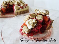 Fragrant Vanilla Cake: Raw Raspberry Peach Crumble Tart with Corn Crust