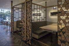 By mixing the Western materials, yet remain the contemporary Japan elements by using Traditional Japan motifs to create the stunning Modern Ichiban Boshi restaurant. Partition Design, Living Room Partition, Interior Deco, Retail Interior Design, Market Design, Restaurant Decor, Interior Design, Home Decor, Restaurant