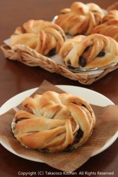 Screw screw bread of chestnut and chocolate Soboro Bread Recipe, Bread Recipes, Baking Recipes, Honey Toast, Bakery Menu, Bread And Pastries, Cafe Food, Bread Rolls, Cookie Desserts