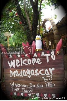 Lil' Kowalski (Penguins of Madagascar) - Event decoration ideas to enhance your outdoor movie night event by Southern Outdoor Cinema Birthday Diy, 3rd Birthday Parties, Birthday Balloons, Carnival Birthday, Madagascar Party, Penguins Of Madagascar, Safari Invitations, Penguin Party, Thinking Day