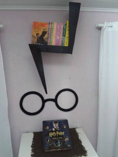 14 Ideas to turn your room into Hogwarts, DIY and Crafts, I& leave this around for the Harry Potter fans. Baby Harry Potter, Harry Potter Enfants, Magie Harry Potter, Harry Potter Fiesta, Harry Potter Thema, Cumpleaños Harry Potter, Harry Potter Nursery, Harry Potter Classroom, Harry Potter Birthday