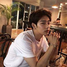 𝓟ɨ𝓟ɨ: @ 𝙥𝙪𝙡𝙡𝙞𝙦 ☹⋆ ࿐ - guys and gurls - Info Korea Korean Boys Hot, Hot Asian Men, Korean Boys Ulzzang, Cute Asian Guys, Korean Couple, Ulzzang Boy, Korean Men, Asian Boys, Cute Guys