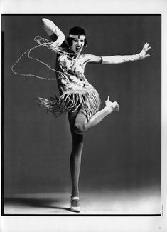 A Flapper dancing Charleston, Richard Avedon Moda Charleston, Danse Charleston, Stephanie Seymour, Richard Avedon, Roaring Twenties, The Twenties, Old Photos, Vintage Photos, 1920s Party