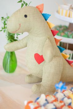 Free Dragon Felt Plush Pattern and Tutorial by Garmen Lin - Her Crochet Felt Animal Patterns, Stuffed Animal Patterns, Diy Stuffed Animals, Baby Crafts, Felt Crafts, Diy And Crafts, Dinosaur Toys, Dinosaur Party, Homemade Kids Toys