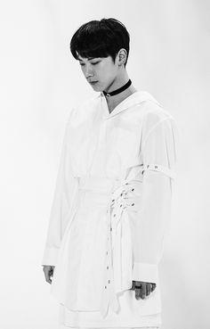 [Vyrl] NCT :  [#STATION] '#夢中夢 (#몽중몽); #DreamInADream'  M/V 촬영장에서의 #텐!   (옆으로 넘기면서