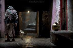 The Tunnel (Varanasi #India) #asia #india #varanasi #Street #scene #city #Uttar #Pradesh #place #travel #people #portrait #tunnel #pot #dog #man #elder #dark #light #step #photo #photography #fliiby #images #yyazilim #people #nature