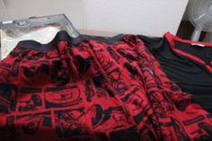 Pijama de hombre rojo de autos