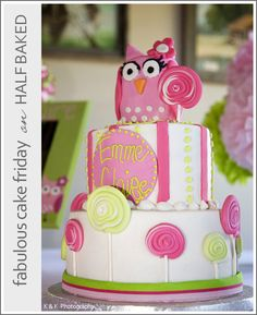 Owl Cake. Maybe for Eily's birthday? I know it is a while off. I'm just in a mood to look at cake designs. :)