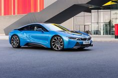 The BMW was unveiled at the Frankfurt Motor Show in 2013 and is a plug in hybrid sports car. The combines a turbo charged motor with a large electric engine and the car has some impressive performance figures. Super Sport Cars, Super Cars, Bmw I8 2015, Peugeot, Bmw Wallpapers, Sports Car Wallpaper, Car Backgrounds, Ford, Bmw S
