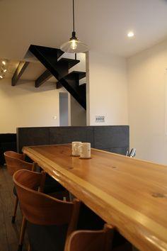杉はやわらかいのでカウンターにはむいていませんが、板目がキレイにでているので、とても気に入っています。 Conference Room, Table, Furniture, Home Decor, Decoration Home, Room Decor, Tables, Home Furnishings, Home Interior Design