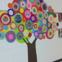The Leader in Me Tree; classroom organization ideas (helpers, etc). Classroom Door, Classroom Displays, School Classroom, Classroom Organization, Classroom Ideas, Classroom Family Tree, Classroom Design, Classroom Management, Art For Kids