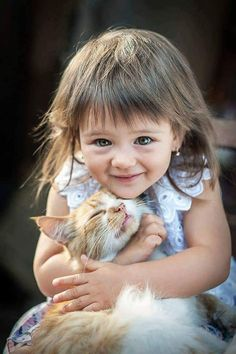 """Adorable Cats Hugging Owners The real questiоns are, """"WHY dо cats give hugs?"""" and """"Dо cats LIKE hugs? Animals For Kids, Animals And Pets, Baby Animals, Funny Animals, Cute Animals, Hug Your Cat Day, Cat Hug, Cute Kids, Cute Babies"""