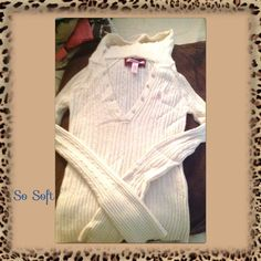 Hood sweater Hood sweater size medium received from another posher it didn't fit but very soft no flaws Abercrombie & Fitch Sweaters