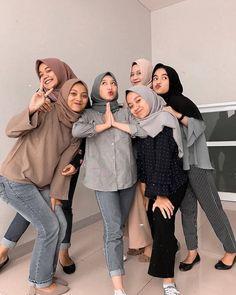 Hijab Jeans, Ootd Hijab, Hijab Chic, Modern Hijab Fashion, Street Hijab Fashion, Muslim Fashion, Casual Hijab Outfit, Casual Outfits, Fashion Outfits