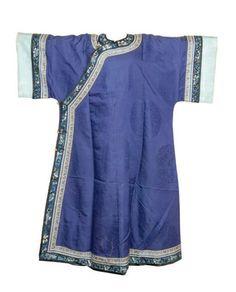 CHINE-XIXe siècle Robe de femme en soie violette damassée de ...