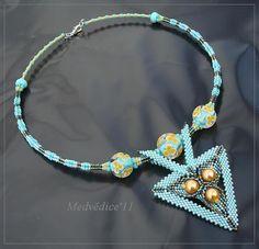 Ledovcové klubalky by medvedice Seed Bead Necklace, Seed Bead Jewelry, Beaded Jewelry, Beaded Necklace, Cat Jewelry, Jewelry Design, Bead Weaving, Turquoise Jewelry, Art