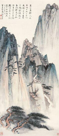 張大千 -《黄山文殊院》(立軸) 設色紙本, 130× 56.5 cm, 為張大千 (Zhang Daqian, 1899-1983)於1931所繪,天都峰、始信峰、光明頂、蓮花峰等名勝俱入筆下,烟雲縹緲,變幻萬千。此幅《黄山文殊院》與真實景致極為相似,山險石峭。黄山奇拔絕頂,天然造化,妙化而不可言盡。大千當年曾上黄山汲取山川靈氣,師天地造化,使其画風更俊秀瑰麗。《黄山文殊院》正是張大千在黄山寫生所遇景色之一。圖畫近處的迎客松仿佛雲中伸出那神仙一指,山壁萬丈、聳立挺拔,孑然不群;但卻有一蜿蜒小路仿佛可以拾級而上,寓意著自然雖奇偉、瑰怪、人之所罕至,但人類卻能憑藉毅力征服自然,立于險峰之上,這是何等氣魄與毅力。 题識:「黄山文殊院乃大海中央一石也。天都、蓮花左右其間。觀鋪海必至此始見其全。此予從蓮花洞所得稿,與石濤、瞿山所画均異。洞下失回望二字。辛未秋,蜀人張大千。」钤印:大千居士(白)、阿爰(朱)、大風堂(朱)。