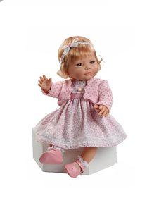 Nowborn jente med rosa jakke og kjole. Denne dukkeninngår i vår «Educativa» serie. Dette er virkelighetstro dukker som du kan kle av og på og viser barna hvordan kroppen vår er, både gutter og jenter.