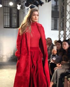 Lady in red  Miss Gigi Hadid  på catwalken til MaxMara i Milano  #ladyinred #frontrow #mfw @maxmara  via ELLE DENMARK MAGAZINE OFFICIAL INSTAGRAM - Fashion Campaigns  Haute Couture  Advertising  Editorial Photography  Magazine Cover Designs  Supermodels  Runway Models
