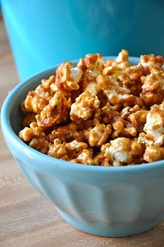 easy AMAZING caramel popcorn! :)