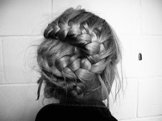 Check out new braided hairstyles for summer Do you want to look chick and stylish? Then braided hairstyles are your choice! Check most fresh pictures here. New Braided Hairstyles, Holiday Hairstyles, My Hairstyle, Summer Hairstyles, Pretty Hairstyles, Braided Updo, Twisted Braid, Hairstyle Ideas, Hairstyle Tutorials
