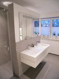 massiv Hausbau badezimmer schrank und abtrennung