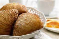 Sfogliatelle - Recipe in English - Everybody Loves Life0 Printed recipe: http://www.sbs.com.au/foodsafari/recipe/index/id/9562/n/Sfogliatelle video english