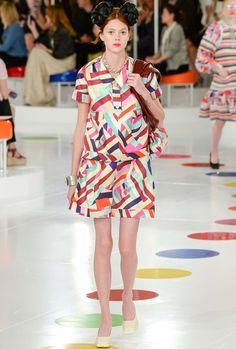 Chez Chanel, la cuisse plus fine que le mollet de cette mannequin laisse songeur...